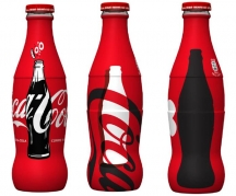 The contour is 100 years old: born the limited edition dedicated to the anniversary of Coca-Cola bottle.